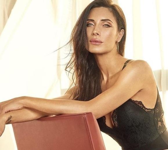 https: img.okezone.com content 2020 12 05 51 2322011 istri-sergio-ramos-pamer-lingerie-terbaru-wanda-nara-langsung-bereaksi-dOxt8SPF0h.jpg
