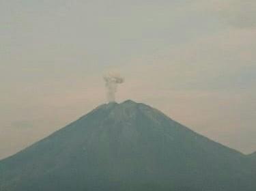 https: img.okezone.com content 2020 12 05 519 2322428 getaran-lahar-dingin-gunung-semeru-terekam-satu-kali-VIGJKPTTtd.jpg