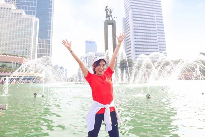 https: img.okezone.com content 2020 12 05 549 2322312 sejarah-bundaran-hi-tempat-puspa-dewi-nenek-tercantik-se-indonesia-mejeng-manja-UyTPfyav4u.jpg