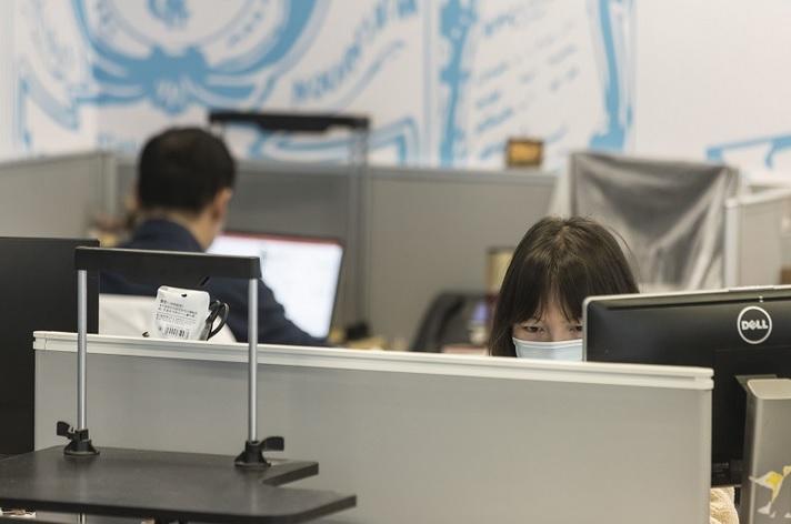 https: img.okezone.com content 2020 12 06 320 2322615 6-cara-hindari-konflik-di-tempat-kerja-nomor-5-paling-susah-dijaga-s3b2wWAN9T.jpg