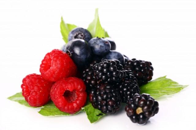 https: img.okezone.com content 2020 12 06 481 2322694 7-makanan-yang-bisa-turunkan-risiko-kanker-yuk-dikonsumsi-6mvSd6WUKc.jpg