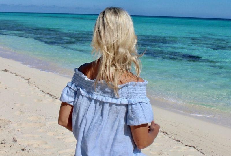 https: img.okezone.com content 2020 12 07 194 2322813 tetap-cantik-saat-liburan-ke-pantai-coba-outfit-ini-08dwP8FRXo.jpg