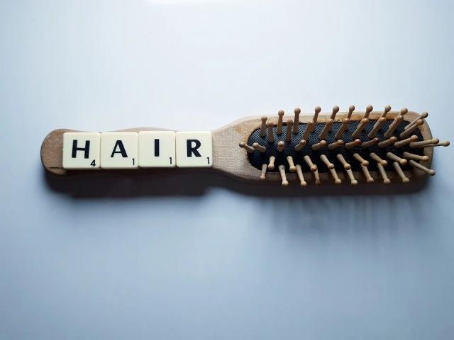 https: img.okezone.com content 2020 12 07 611 2323118 rambut-rontok-jangan-bikin-stres-tumbuhkan-dengan-6-cara-alami-ini-sDCxDONAOB.jpg