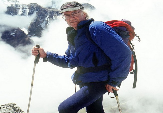 https: img.okezone.com content 2020 12 08 18 2323736 doug-scott-penakluk-gunung-everest-pertama-meninggal-dunia-bFbHKzg50E.jpg