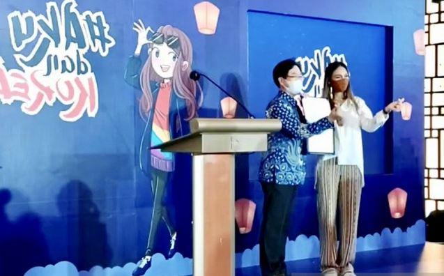 https: img.okezone.com content 2020 12 08 406 2323567 perkenalkan-wisata-kebugaran-korea-selatan-gandeng-luna-maya-Qqf2hQQR32.JPG