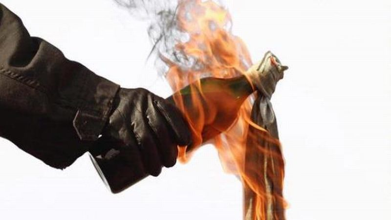 https: img.okezone.com content 2020 12 08 519 2324069 waduh-pos-satpam-pn-kota-probolinggo-dilempar-bom-molotov-8HwuzLybvC.jpg