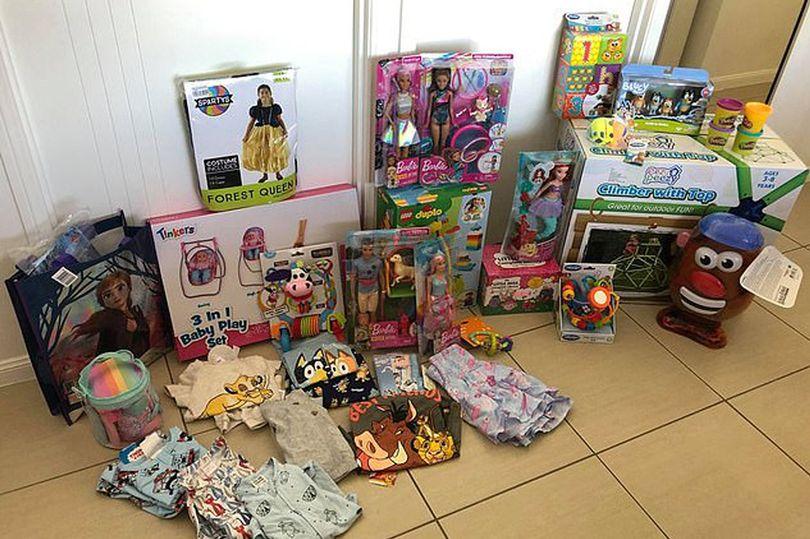 https: img.okezone.com content 2020 12 09 18 2324584 wow-ibu-belikan-hadiah-natal-hingga-rp15-juta-untuk-anaknya-berusia-tiga-tahun-8RHTV3JPYe.jpg