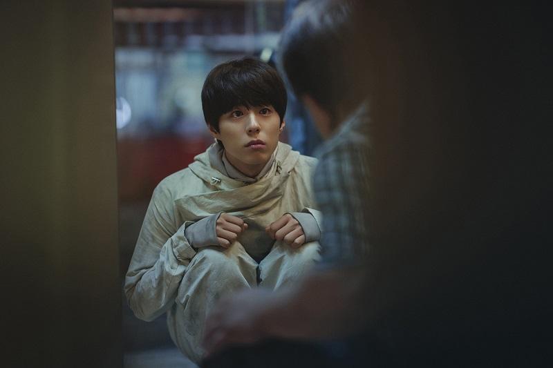 https: img.okezone.com content 2020 12 09 206 2324832 penayangan-film-gong-yoo-dan-park-bo-gum-kembali-ditunda-1YlrfQf23w.jpg