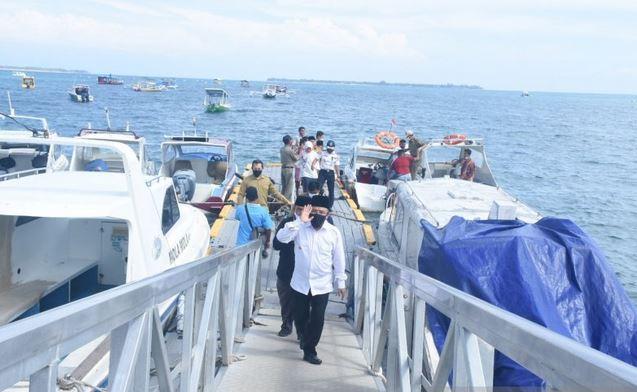 https: img.okezone.com content 2020 12 09 406 2324821 sambut-wisatawan-pelabuhan-teluk-nara-lombok-utara-kembali-dibuka-TbopRMrXrT.JPG