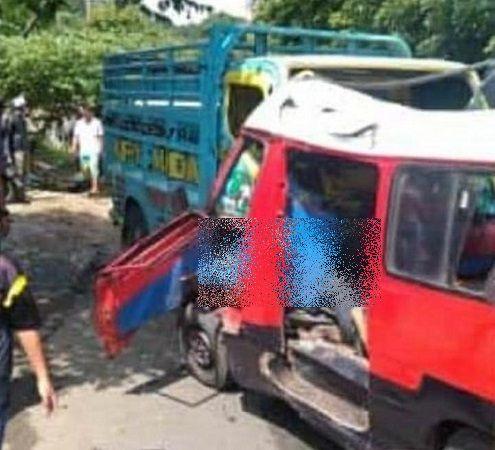https: img.okezone.com content 2020 12 09 525 2324322 truk-tabrak-angkot-di-purwakarta-balita-tewas-terlempar-TBsMDDd6OV.jpg