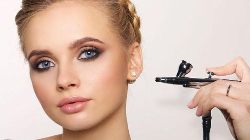https: img.okezone.com content 2020 12 09 611 2324483 mengenal-tren-airbrush-makeup-yang-makin-diminati-saat-pandemi-jbUbYzG4V2.jpg