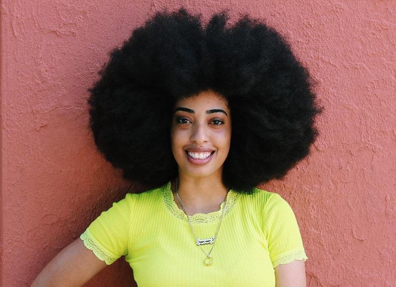 https: img.okezone.com content 2020 12 09 611 2324652 perempuan-ini-pecahkan-rekor-rambut-terbesar-di-dunia-diameter-nyaris-1-5-meter-YAI4tscphK.jpg