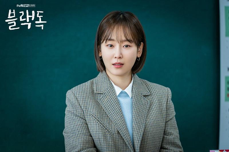 https: img.okezone.com content 2020 12 10 620 2325481 seo-hyun-jin-jadi-profesor-galak-dalam-why-oh-soo-jae-Add7m9zTPy.jpg
