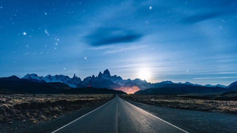 https: img.okezone.com content 2020 12 11 16 2325820 gerhana-matahari-total-hujan-meteor-geminid-jupiter-dan-saturnus-menghiasi-langit-spektakuler-sepanjang-desember-g5TXhbMAsI.jpg