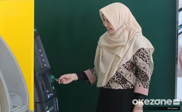 https: img.okezone.com content 2020 12 11 278 2325695 merger-bank-syariah-indonesia-masuk-top-10-bank-terbesar-3RYUT214OV.jpg