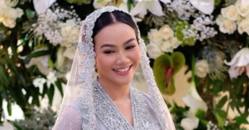 https: img.okezone.com content 2020 12 11 33 2325898 yura-yunita-dan-donne-maula-menikah-di-bandung-8Ak6QcOXu4.jpg