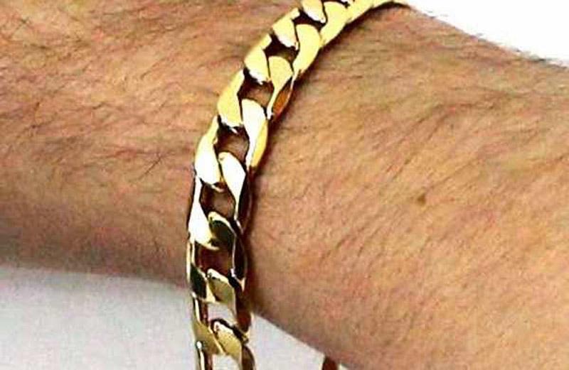 https: img.okezone.com content 2020 12 11 330 2325813 mengapa-pria-muslim-diharamkan-pakai-perhiasan-emas-dan-sutera-akcAp0EDzX.jpg