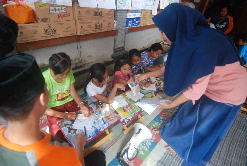 https: img.okezone.com content 2020 12 11 330 2326009 nabi-muhammad-saw-jamin-orang-yang-merawat-anak-yatim-akan-bersama-di-surga-emH2CvqCem.jpg