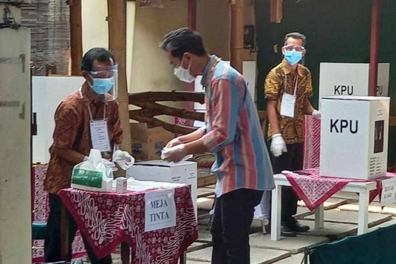 https: img.okezone.com content 2020 12 11 337 2325585 pandemi-golput-dan-dinasti-politik-baru-warnai-pilkada-2020-NBogYIAm8f.jpg