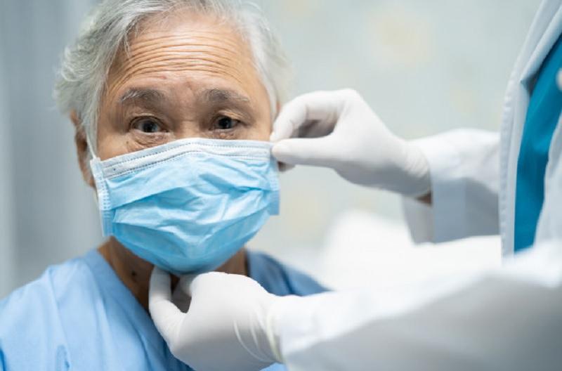 https: img.okezone.com content 2020 12 11 481 2325667 mengenal-delirium-gejala-baru-covid-19-yang-dialami-pasien-lansia-6lEC0Celbv.jpg