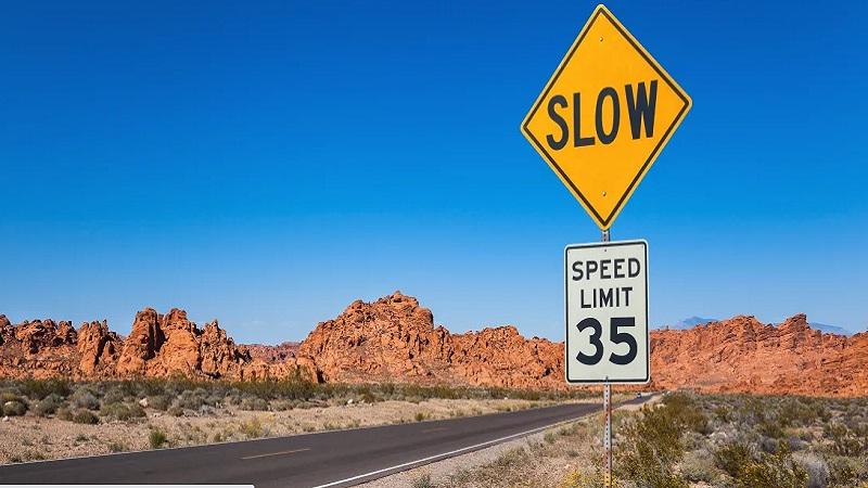 https: img.okezone.com content 2020 12 11 52 2325644 begini-cara-menentukan-batas-kecepatan-di-jalan-raya-qkylFRHj9V.jpg