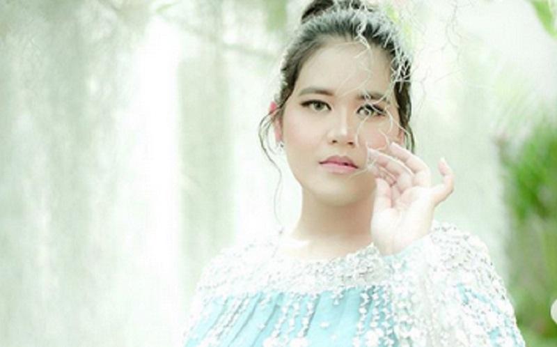 https: img.okezone.com content 2020 12 12 194 2326522 bakal-jadi-istri-pejabat-intip-gaya-batik-ala-kahiyang-ayu-ut5EUGyjTf.jpg