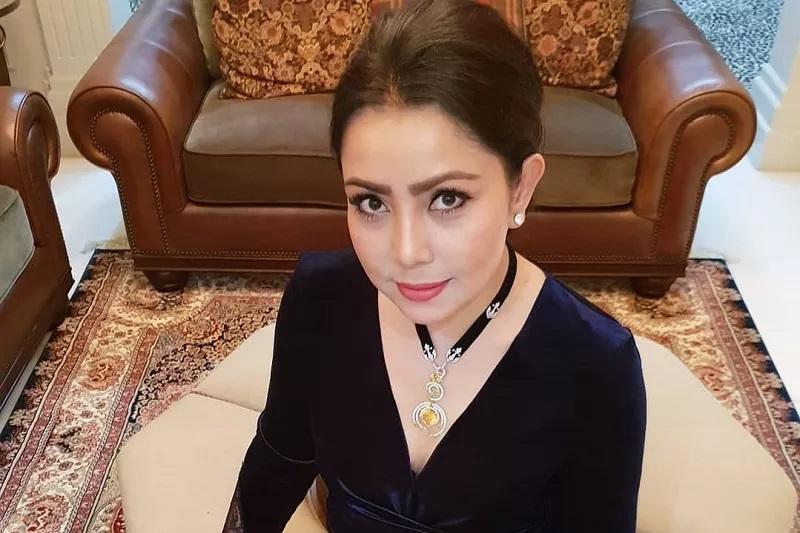 https: img.okezone.com content 2020 12 12 33 2326360 mayangsari-tanggapi-cibiran-netizen-soal-anak-tak-diakui-keluarga-cendana-2BCprfF9DH.jpg