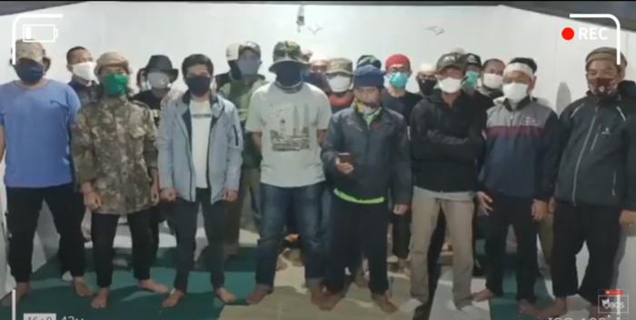 https: img.okezone.com content 2020 12 12 337 2326560 viral-umat-islam-jabar-minta-ditahan-jika-habib-rizieq-dipenjara-tC8tzQzpjr.png