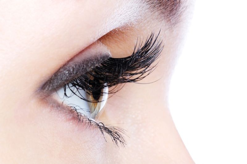 https: img.okezone.com content 2020 12 12 611 2326318 7-tips-merawat-eyelash-extension-agar-awet-dan-tahan-lama-Fp3HMqir8h.jpg