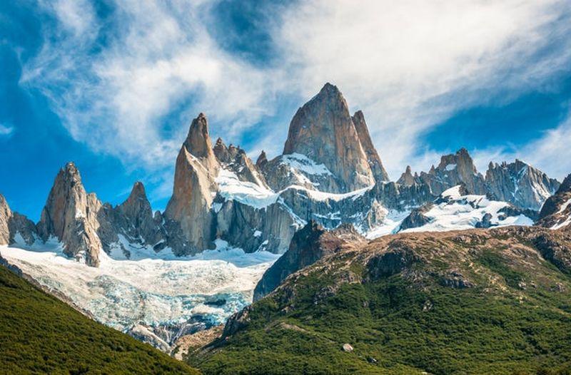 https: img.okezone.com content 2020 12 12 620 2326445 6-puncak-gunung-paling-memesona-di-dunia-hUGtpqh2mk.jpg