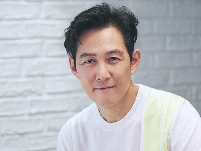 https: img.okezone.com content 2020 12 12 620 2326573 lee-jung-jae-berpotensi-gantikan-bae-sung-woo-di-delayed-justice-FKc4HGapXw.jpg
