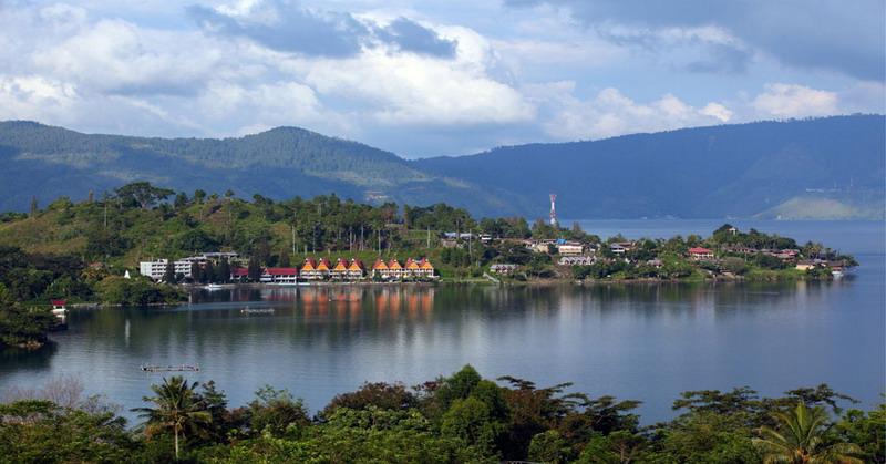 https: img.okezone.com content 2020 12 13 408 2326774 5-objek-wisata-menarik-di-pulau-samosir-pas-buat-liburan-akhir-tahun-rkiuSKon7E.jpg
