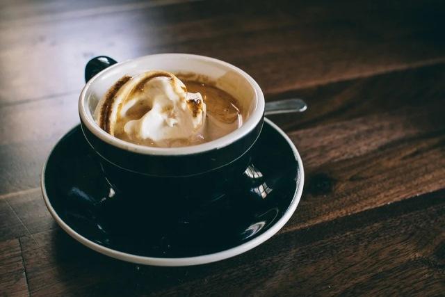https: img.okezone.com content 2020 12 14 298 2327070 pagi-pagi-cocok-minum-kopi-moka-ala-rumahan-enak-dan-mudah-buatnya-7QerAzoVg1.jpg