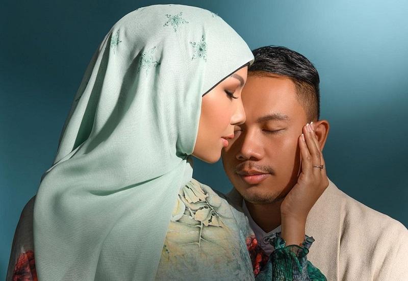 https: img.okezone.com content 2020 12 14 33 2327641 kalina-ocktaranny-pakai-hijab-saat-prewedding-netizen-semoga-istiqomah-6Qz5P0Jk0g.jpg