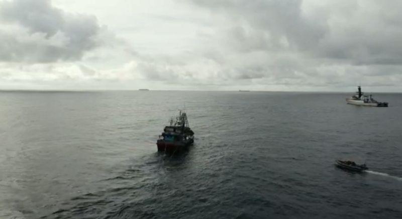 https: img.okezone.com content 2020 12 14 340 2327652 lagi-7-kapal-vietnam-ditangkap-tni-al-di-perairan-natuna-utara-qF9TRIPKNL.jpg