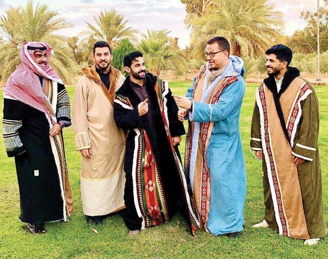 https: img.okezone.com content 2020 12 14 406 2327477 mengenal-farwa-badui-pakaian-tradisional-arab-saat-musim-dingin-EOUs0lK1jf.jpg