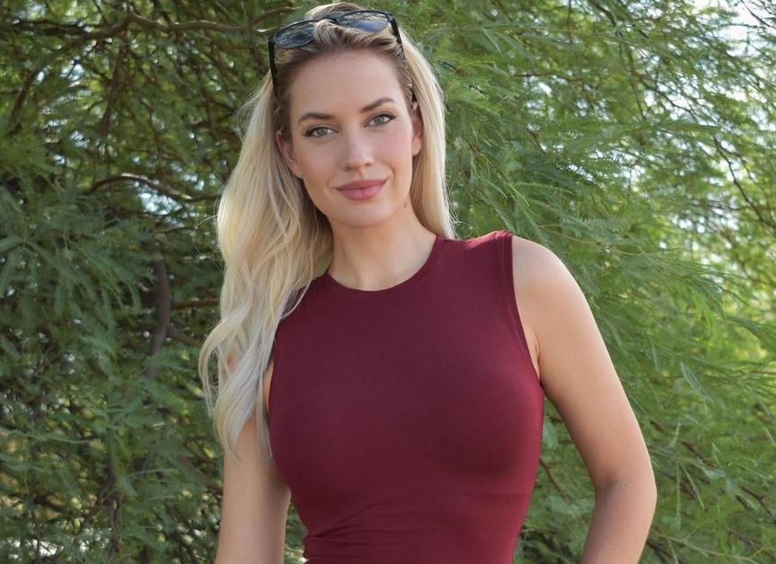 https: img.okezone.com content 2020 12 14 43 2327022 pegolf-seksi-paige-spiranac-jualan-handuk-golf-spesial-natal-amtjLdX43G.jpg