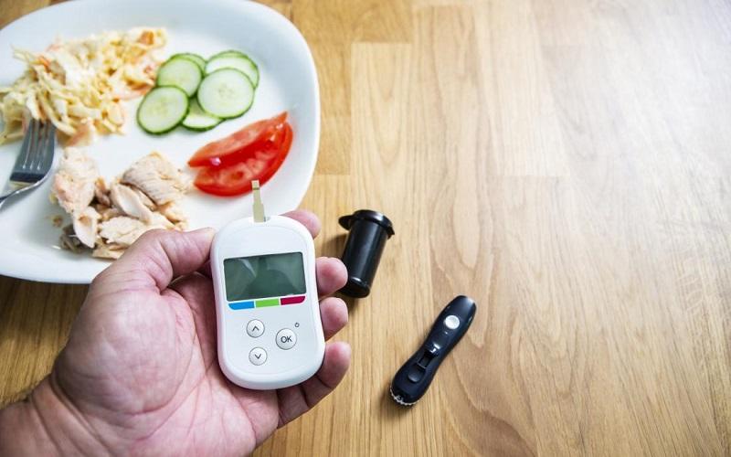 https: img.okezone.com content 2020 12 14 481 2327377 meski-pandemi-pasien-diabetes-wajib-kontrol-untuk-tekan-risiko-kebutaan-mfsCbiz6vp.jpg