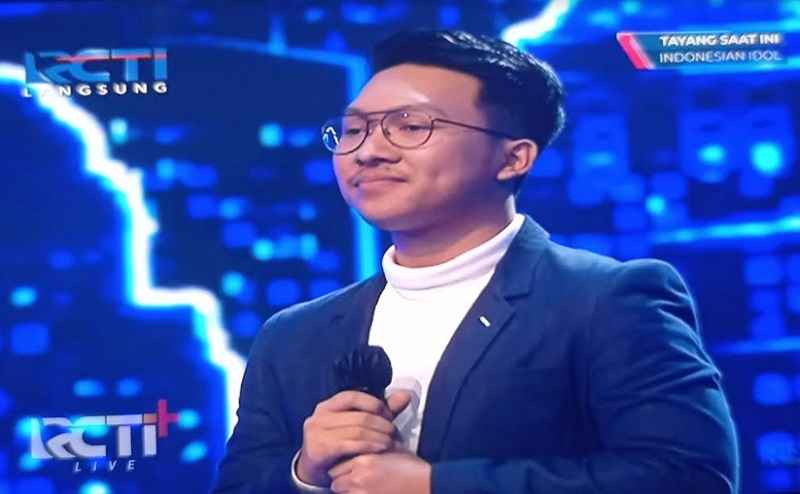 https: img.okezone.com content 2020 12 14 598 2327677 buka-babak-live-show-indonesian-idol-special-season-kelvin-dipuji-juri-rbckJRUHwp.jpg