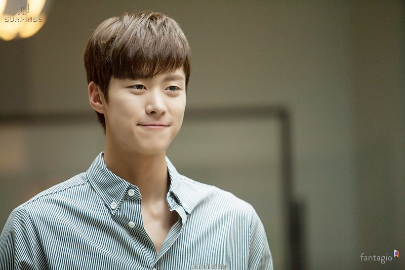 https: img.okezone.com content 2020 12 15 206 2328237 gabung-kim-yoo-jung-di-hong-chun-gi-gong-myung-bakal-jadi-pangeran-kesepian-MI4BIhWG3q.jpg