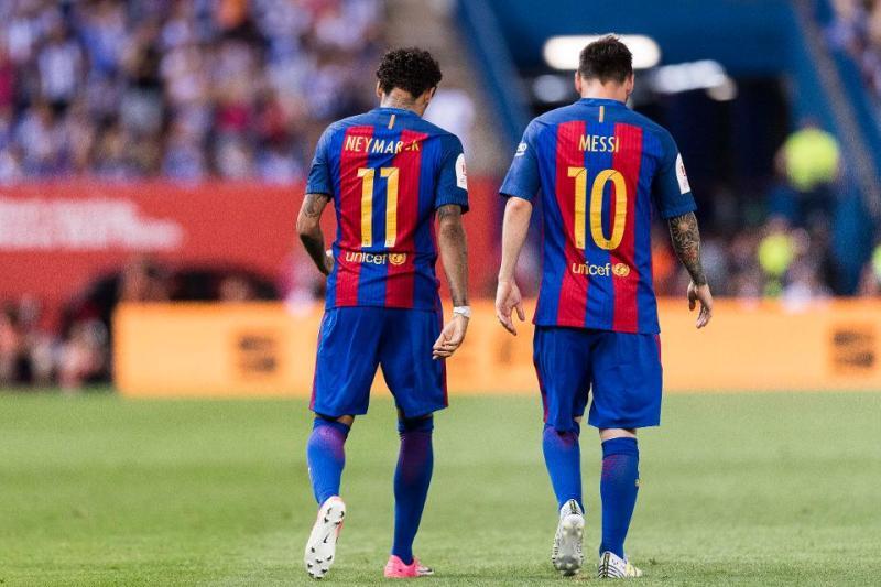 https: img.okezone.com content 2020 12 15 261 2327867 psg-bertemu-barcelona-di-liga-champions-neymar-kirim-pesan-untuk-messi-aK1GEYFZbc.jpg