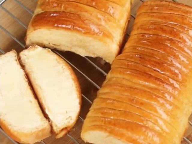 https: img.okezone.com content 2020 12 15 298 2328137 yuk-bikin-sendiri-roti-sisir-mentega-rasanya-lembut-berserat-tBAOY3iHVb.jpg