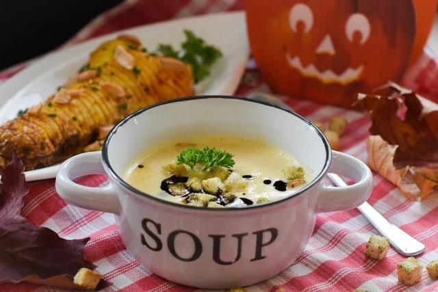https: img.okezone.com content 2020 12 15 298 2328155 wajib-coba-5-makanan-sehat-yang-bikin-imun-tetap-kuat-di-musim-hujan-YNzuMw7QqB.jpg