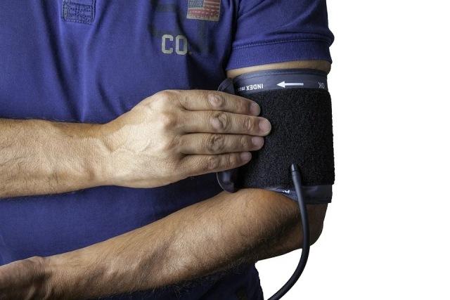 https: img.okezone.com content 2020 12 15 481 2328323 5-cara-sederhana-kontrol-tekanan-darah-tanpa-obat-obatan-klPreIDpt6.jpg