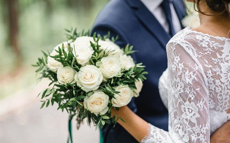 https: img.okezone.com content 2020 12 15 612 2328023 wujudkan-pernikahan-bahagia-dan-awet-terapkan-5-kebiasaan-ini-2SH774kcBY.jpg