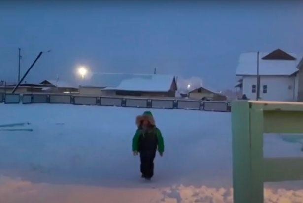 https: img.okezone.com content 2020 12 16 18 2328388 potret-anak-anak-siberia-bersekolah-di-suhu-51c-zuW22yuUvm.jpg