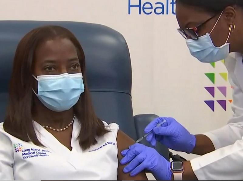 https: img.okezone.com content 2020 12 16 481 2328535 curhat-perawat-usai-disuntik-vaksin-covid-19-garis-finish-sudah-dekat-Sy5gp27gi5.jpg