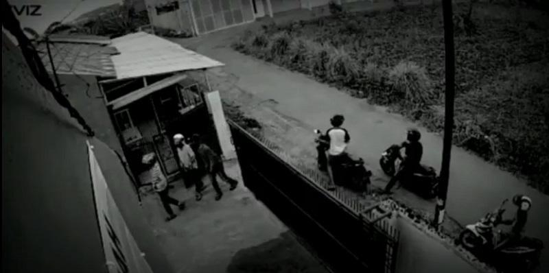 https: img.okezone.com content 2020 12 17 340 2329326 lagi-enam-orang-kawanan-curanmor-gasak-sepeda-motor-3sirSBKGaV.jpg