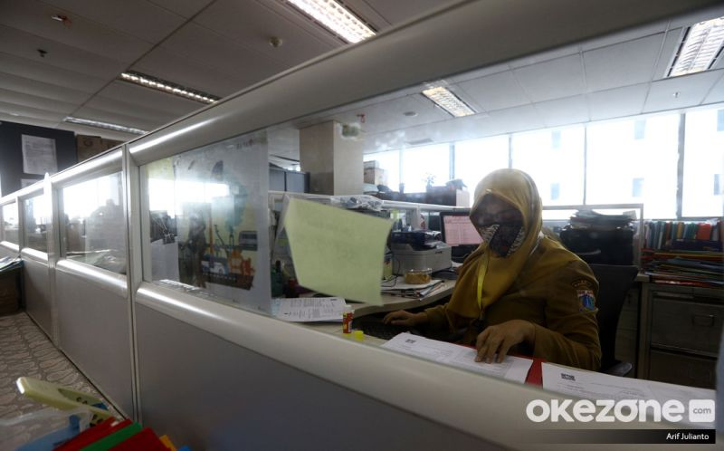 https: img.okezone.com content 2020 12 18 320 2329918 sistem-gaji-baru-pns-beban-kerja-beda-pendapatan-pun-tak-sama-l4bgvdsZfE.jpg