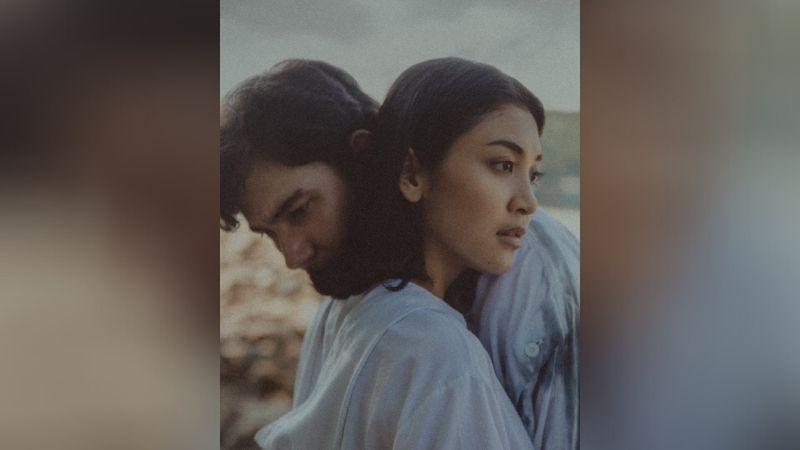 https: img.okezone.com content 2020 12 18 33 2329893 adipati-dolken-dan-canti-tachril-menikah-hari-ini-netizen-patah-hati-nasional-ppvLXAeT0k.jpg